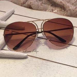 Accessories - Waves 2 Gold-Brown Oversized Sunglasses